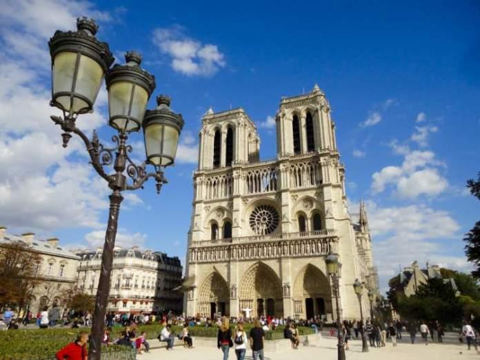 Catedral de Notre Dame é uma das Atrações Gratuitas em Paris