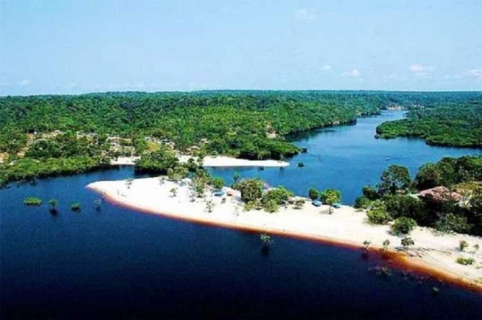Praia Fluvial do Tupé é um dos melhores pontos turísticos do Amazonas