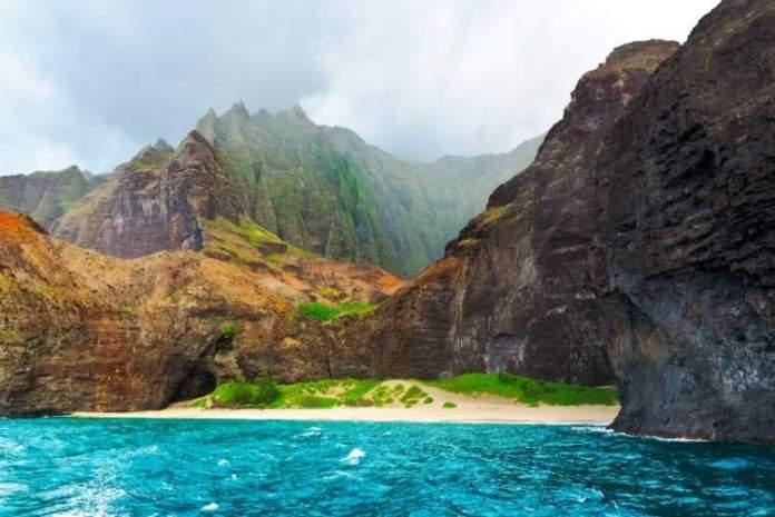 Costa de Na Pali nos EUA é um dos destinos para aventureiros