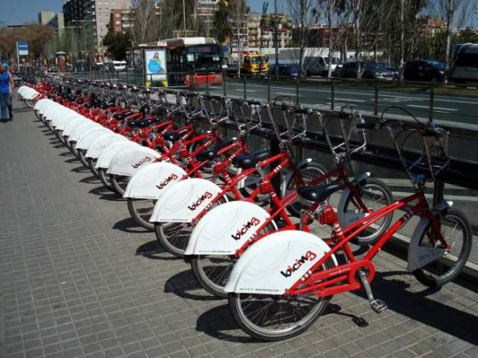 Alugar bicicletas é uma das dicas para quem vai viajar a Barcelona