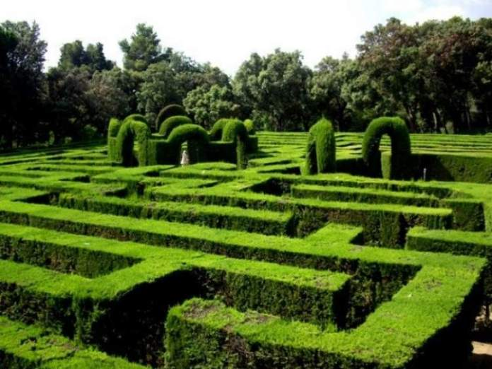 Conhecer o Labirinto da Horta do Parc del Laberint é uma das dicas para quem vai viajar a Barcelona