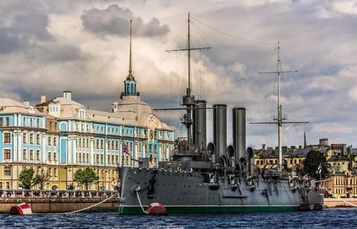 Navio de Guerra Aurora é uma das atrações gratuitas em São Petersburgo
