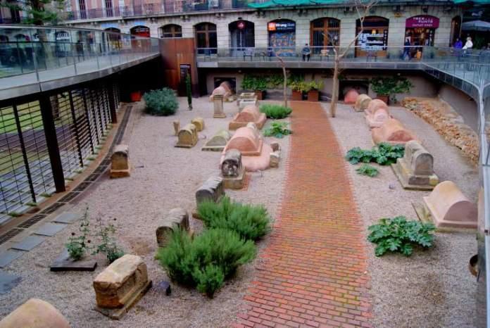 Necrópolis Romana é uma das atrações gratuitas em Barcelona
