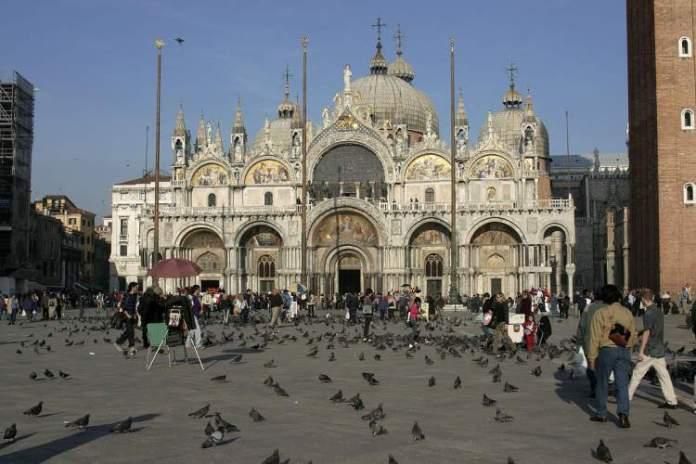 Passear pela Piazza San Marco é uma das dicas para quem vai viajar a Veneza