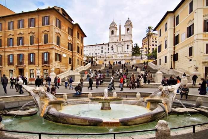 Piazza di Spagna é uma das atrações gratuitas em Roma