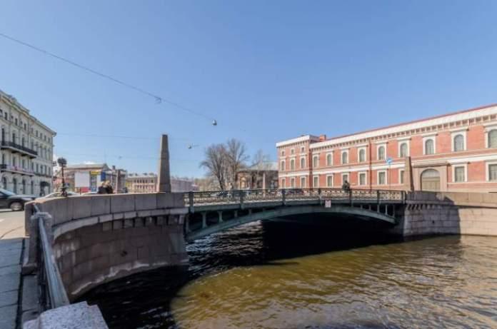 Ponte dos Beijos é uma das atrações gratuitas em São Petersburgo