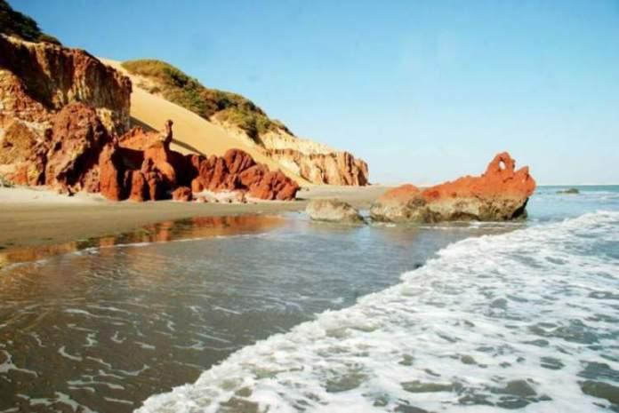 Praia de Ponta Grossaé um dos lugares lindos no Ceará