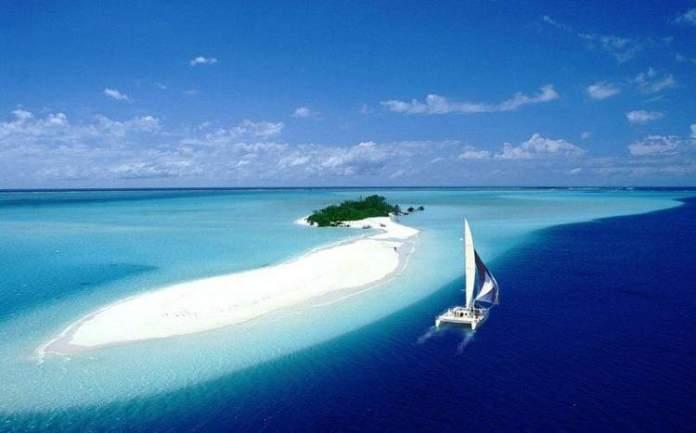 Praticar esportes náuticos é um dos motivos para conhecer a ilha de Nova Caledônia