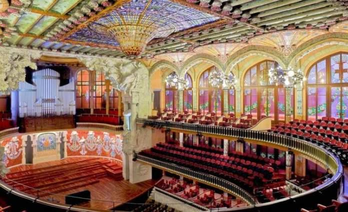 Visitar o espetáculo no Palau de la Musica Catalana é uma das dicas para quem vai viajar a Barcelona