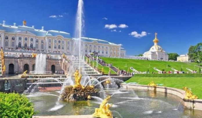 jardins de Peterhof é uma das atrações gratuitas em São Petersburgo