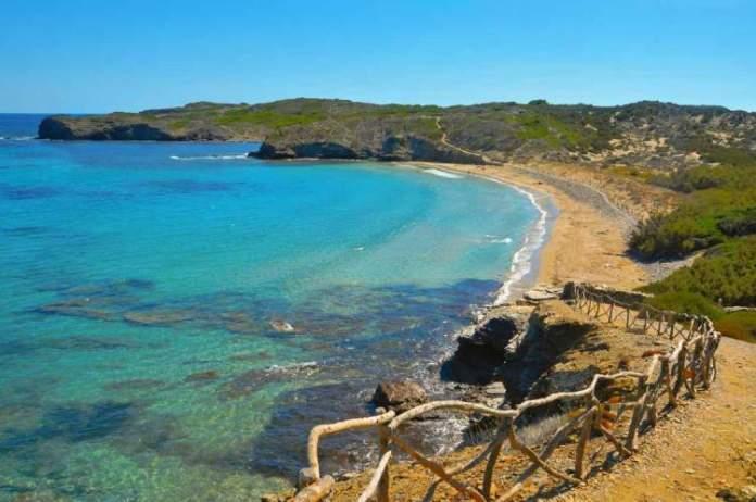Cala Tortuga é uma das praias de Menorca na Espanha