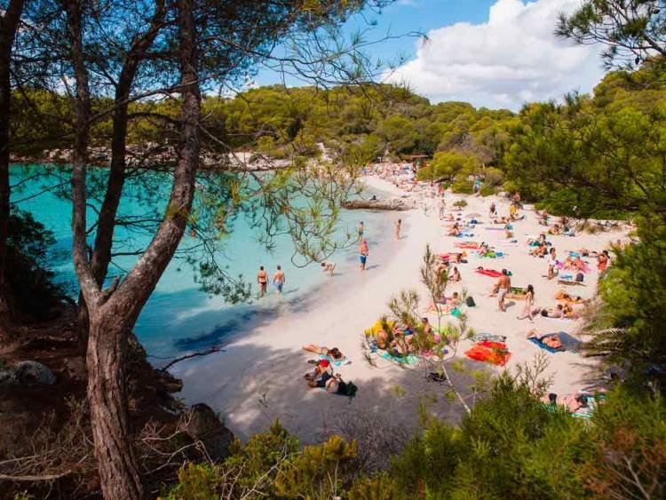Cala Turqueta é uma das praias de Menorca na Espanha