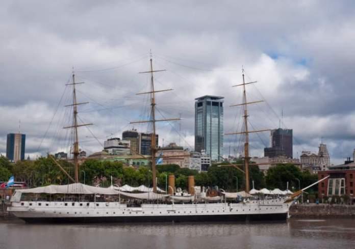 Fragata Sarmiento é uma das atrações turísticas em Buenos Aires