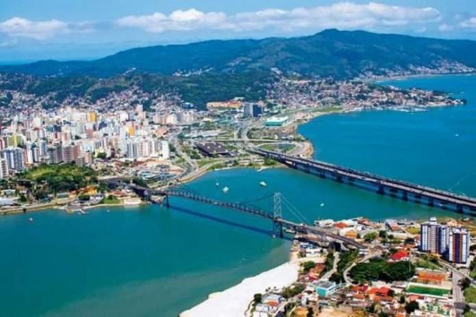 Florianópolis é um dos destinos no Brasil baratos para viajar nas férias