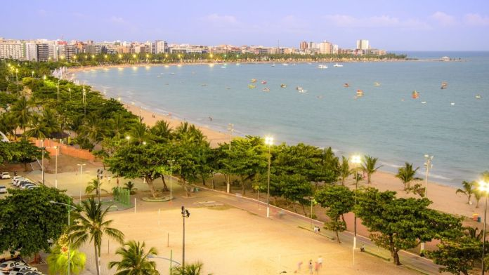 Vista aérea da praia de Pajuçara em Maceió, Alagoas.