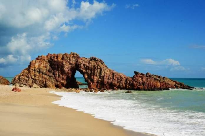 Jijoca-de-Jericoacoara-e-uma-das-melhores-praias-para-lua-de-mel-no-Brasil