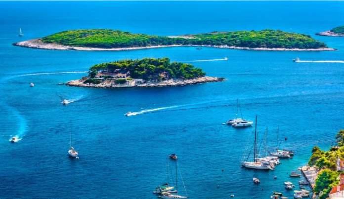 Ilhas de Pakleni Otoci é uma das melhores praias da Croácia