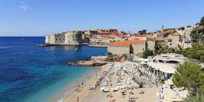 Praia de Banje é uma das melhores praias da Croácia