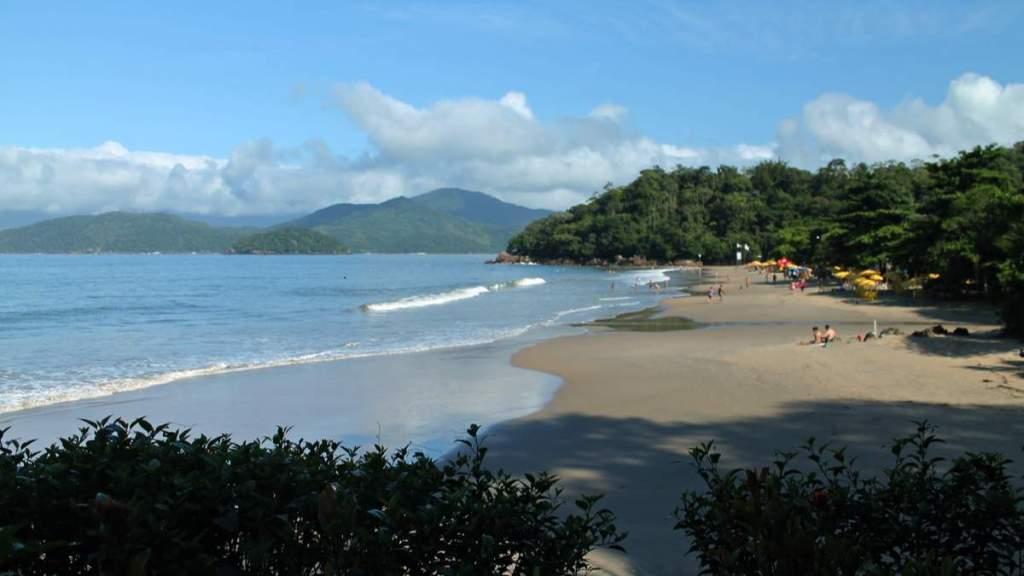 Praia da Almada é uma das belas praias em Ubatuba - São Paulo