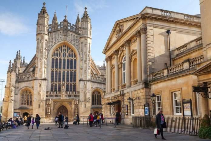 Igreja da Abadia de São Pedro em Bath, comumente conhecida como Abadia de Bath, Inglaterra.