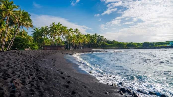 Black Sand Beach - Praia de areia preta em Big Island, Havaí
