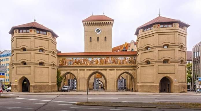 Portal Isartor em Munique - Alemanha