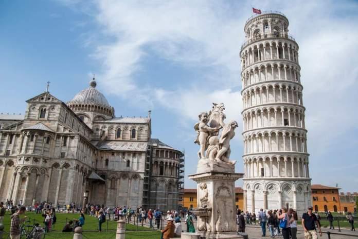 A torre inclinada de Pisa, Itália.