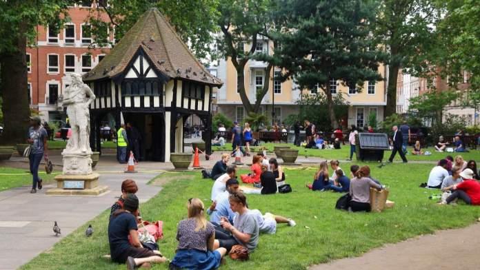 Parque na Soho Square em Londres - Inglaterra