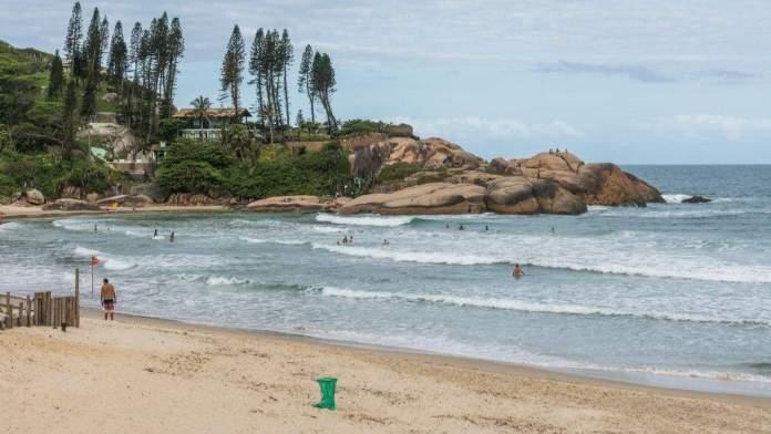 Praia da Joaquina em Santa Catarina é uma das mais belas praias do Brasil