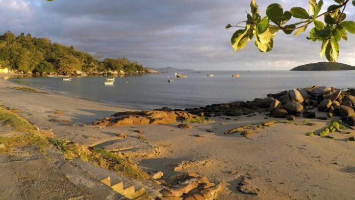 Praia do Estaleiro em Porto Belo - Santa Catarina