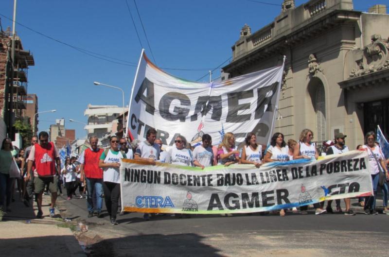 Docentes de Entre Ríos paran cinco días pidiendo aumento salarial