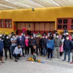 Chile. El incierto porvenir de los 65 temporeros bolivianos refugiados en una iglesia en Estación Central