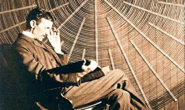 Il geniale Nikola Tesla aveva già previsto l'invenzione dello smartphone negli anni '20 del secolo scorso: cosa disse in una intervista