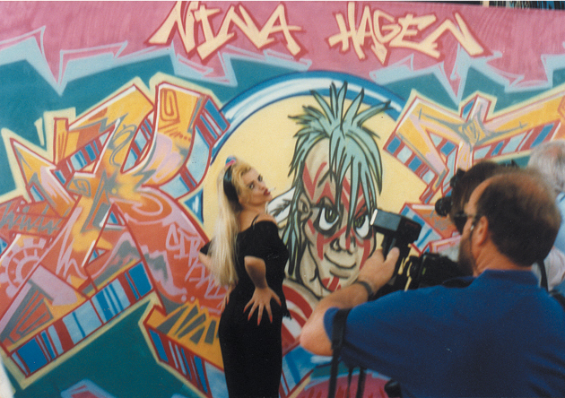Nina Hagen in front of a artwork Graffiti on canvas for the TV show »Die 2 im Zweiten« live at IFA Internationale Funkausstellung, Berlin 1991.