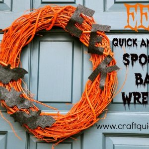Ths fun and simple spooky bat wreath is sure to make a spooky splash this Halloween!