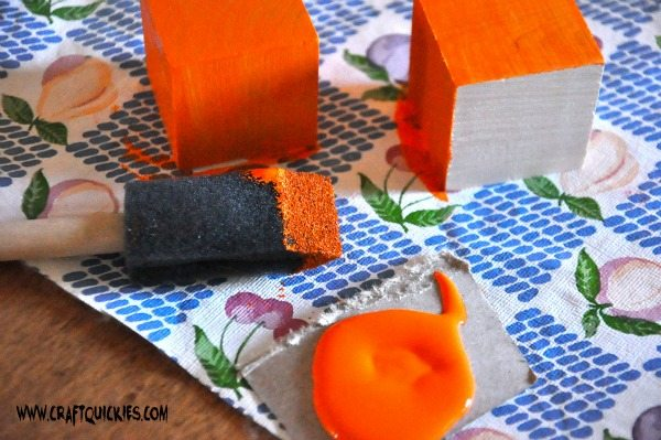 These pumpkin blocks are the perfect quick Halloween decorations!  I was amazed by how quickly they came together!