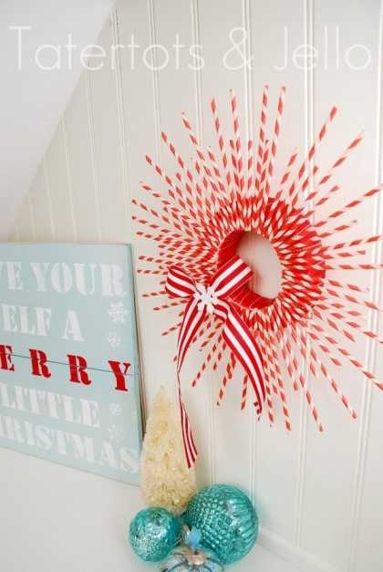 Wstriped-straw-wreath-from-the-side