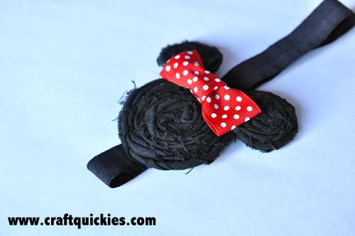 Cute and EASY Minnie Mouse headband from Craft Quickies. Sure to make a splash at Disneyland!