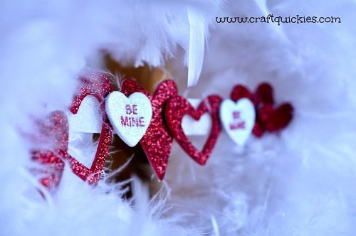 I love this feathered wreath for Valentine's Day!!  So romantic.