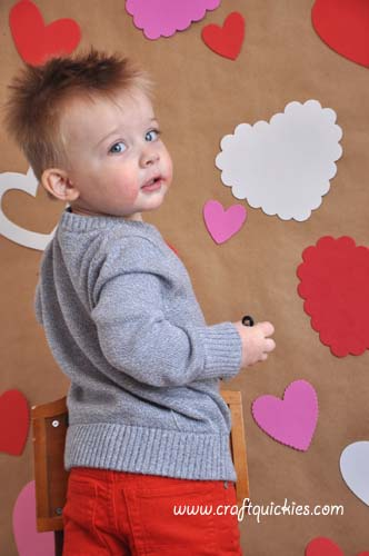 Setting up a darling photo shoot for your kids on Valentine's Day or any other day doesn't have to be hard. I'll show you how to make a fun and simple backdrop with items you may already have at home!
