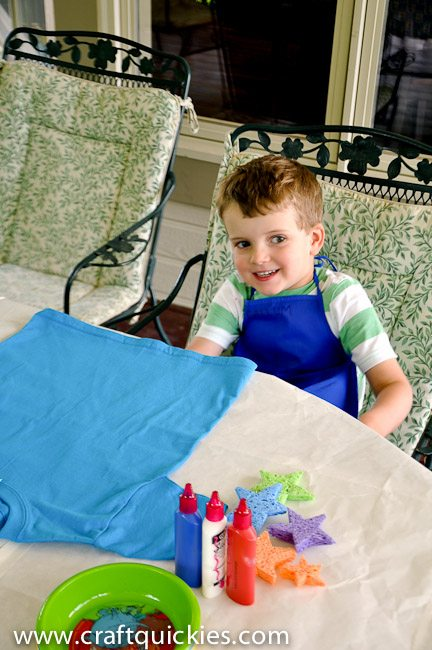 Sponge painting t-shirts is a fun and simple way to let kids express their creativity!  Great summer boredom buster!