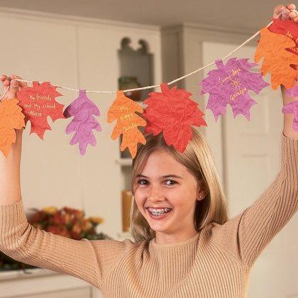 garland-of-gratitude-thanksgiving-craft-photo-420-FF1104CRAFTA02
