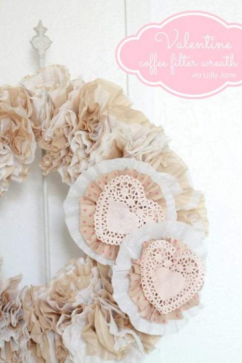 #Valentine-Coffee-Filter-Wreath-via-lollyjane.com-valentinesday-craft-wreat-600x900