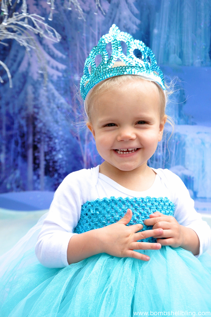 Girl wearing Elsa tutu dress close up