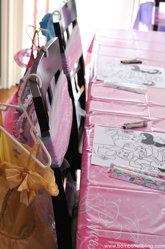 I ADORE this Disney Princess Party!! Perfect for little girls!