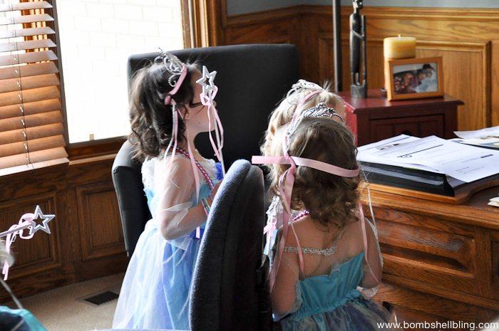 Cinderella's slipper scavenger hunt! CUTE idea!