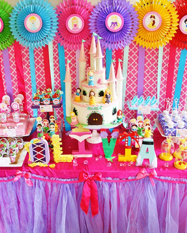 Disney princess parties dessert table