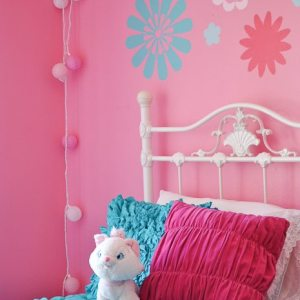 I LOVE this girly pink bedroom! SO many good ideas!