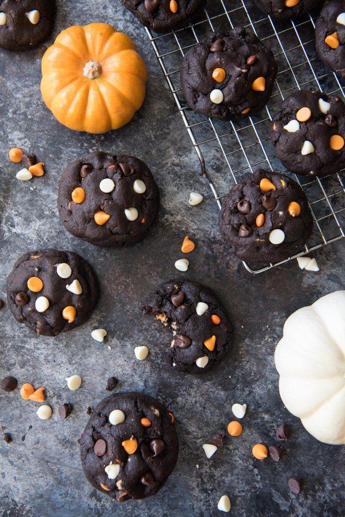 dark-chocolate-peanut-butter-chip-cookies-4