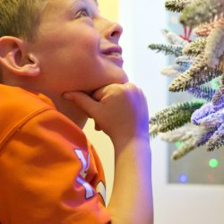 SERVICE SCAVENGER HUNT: A Fun & Easy Way to Teach your Kids to Serve this Holiday Season